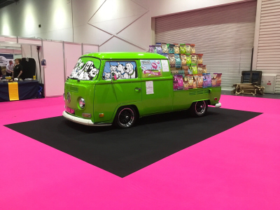 Barking heads cool vw attends Discover Dogs