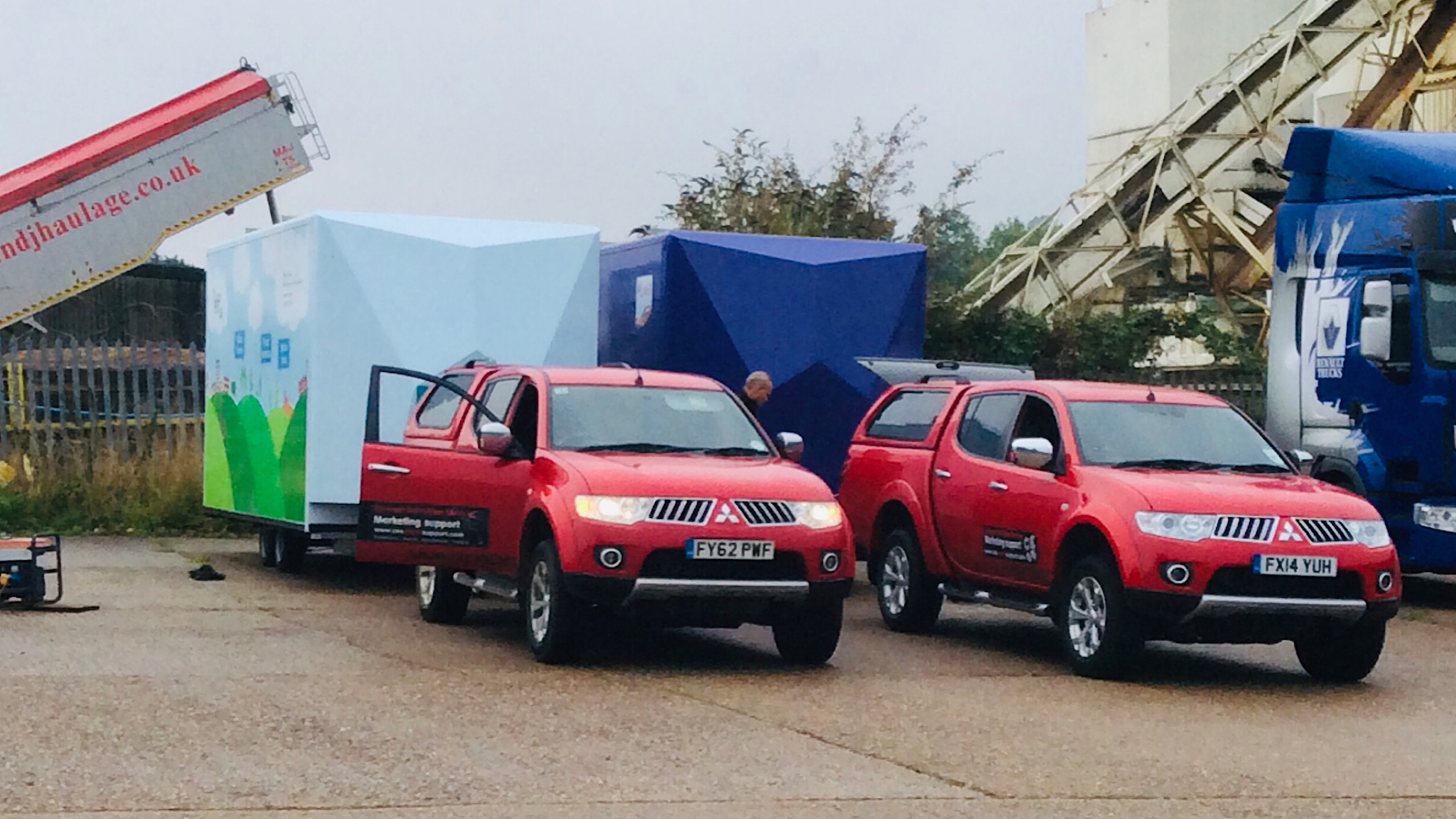 Contract exhibition services roadshow management services