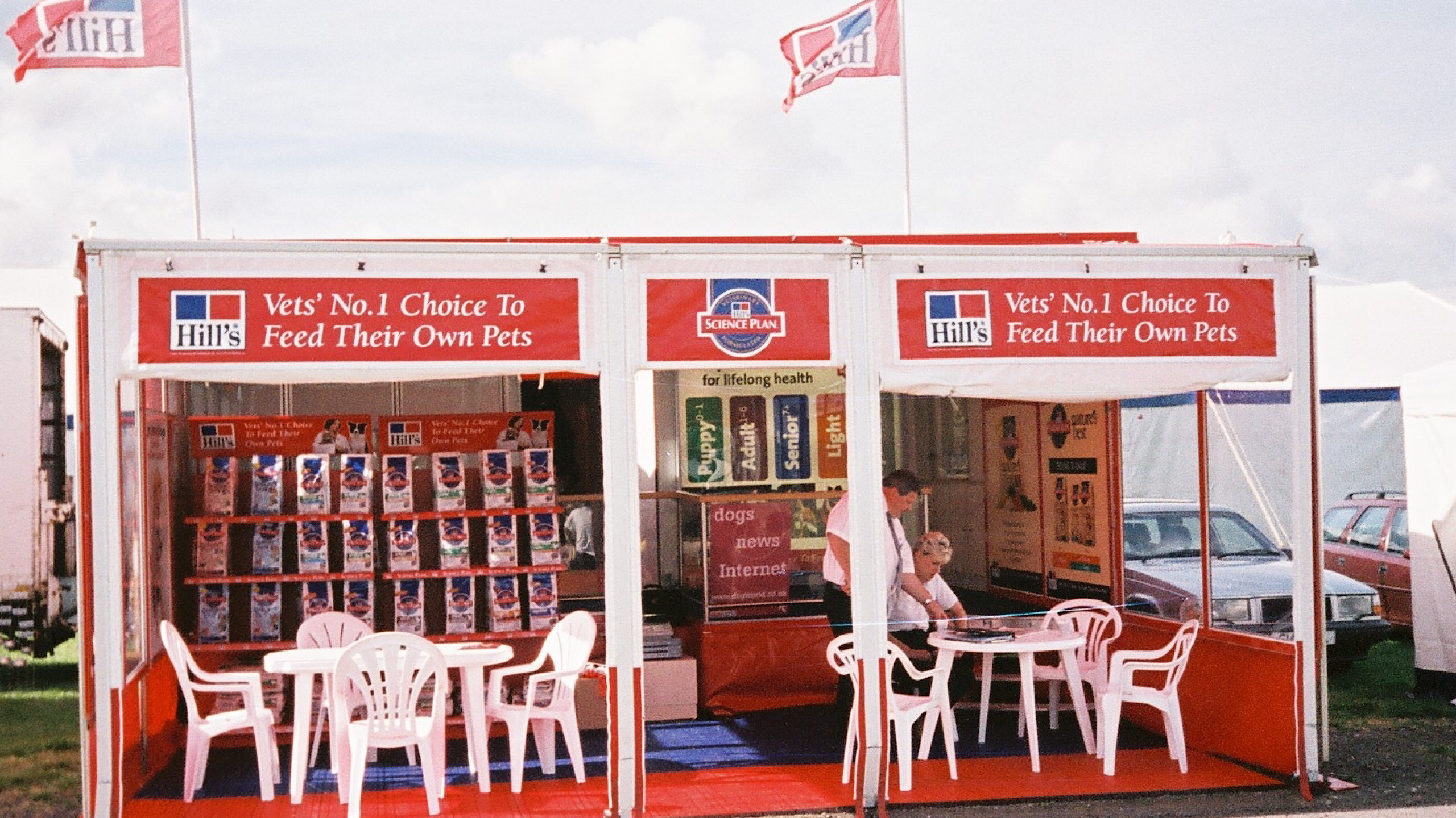 Contract exhibition services outside exhibition stands